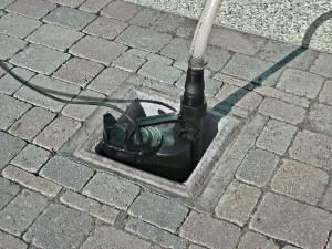 Flachsaugende Pumpe in einer Drainage